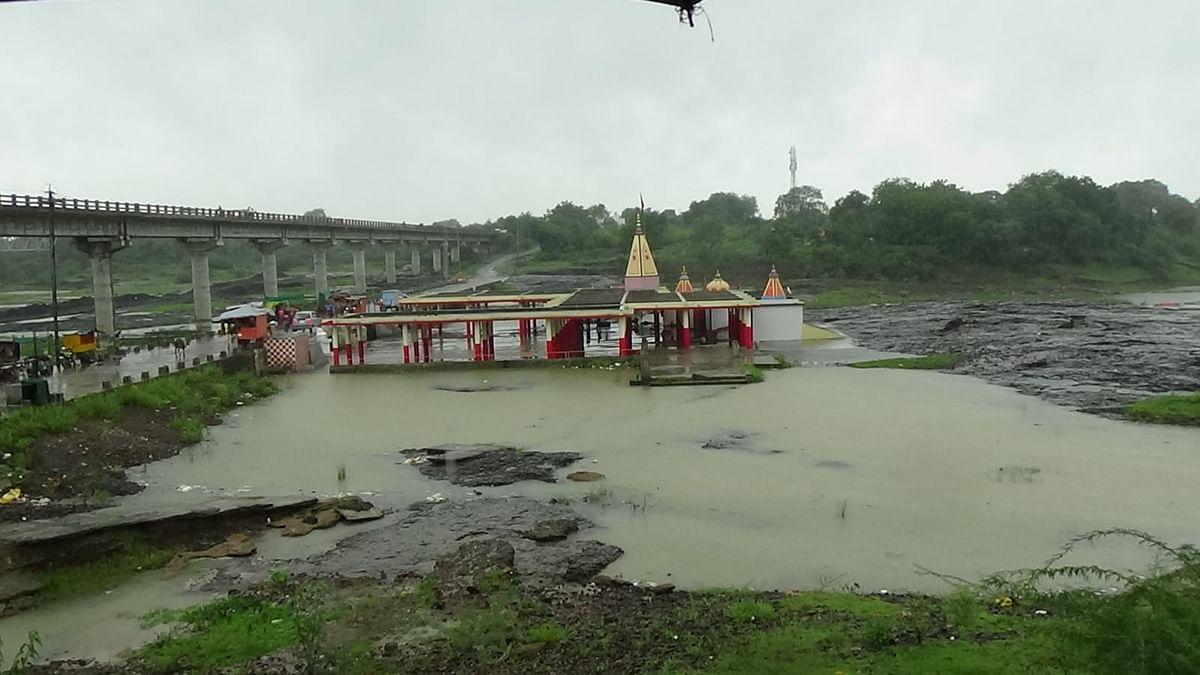 इस मानसून में पहली बार चंबल ने मां चामुंडा के पखारे पैर, मंदिर में आया पानी