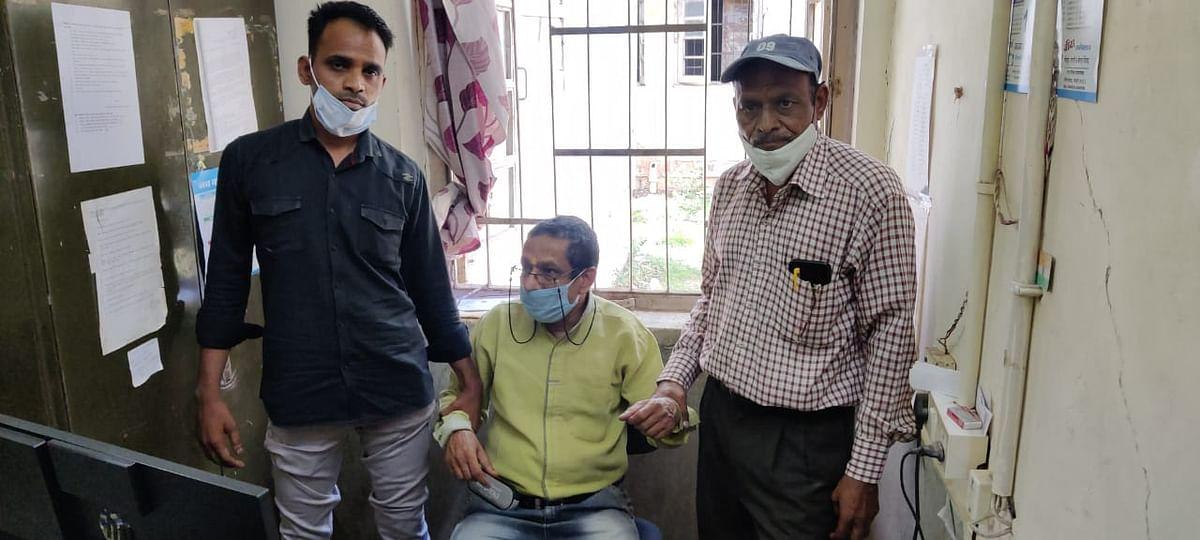 लोकायुक्त पुलिस की कार्रवाई, बीमा हॉस्पिटल के बाबू को रिश्वत लेते हुए पकड़ा