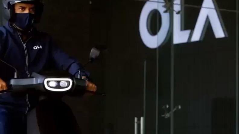 Ola इलेक्ट्रिक के CEO भाविश अग्रवाल खुद इलेक्ट्रिक स्कूटर चलाते नजर आए