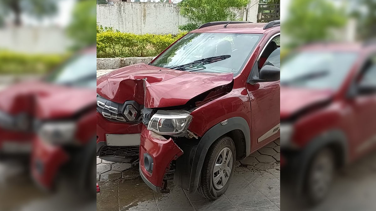 Bhopal: चलती कार में पति-पत्नी में हुआ विवाद, पति ने पिलर में ठोक दी कार