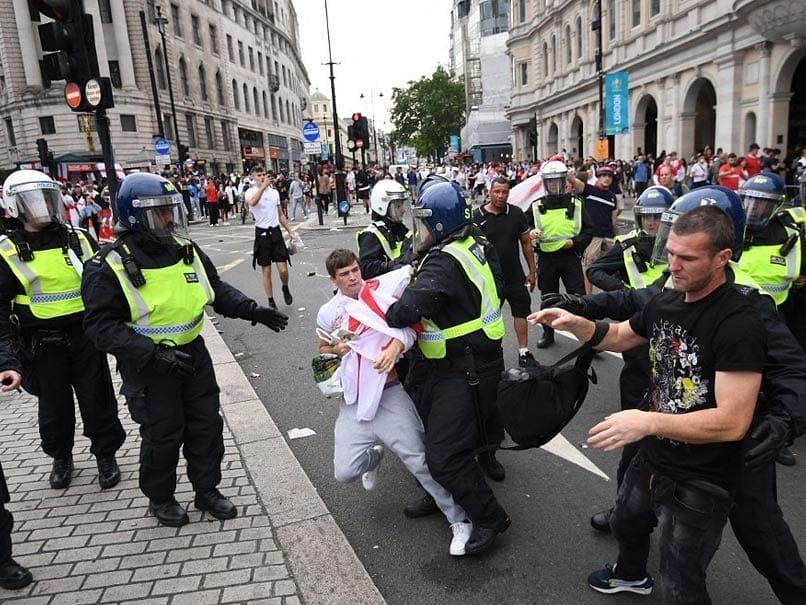 यूरो 2020 फाइनल के बाद प्रशंसकों का हंगामा, 49 गिरफ्तार