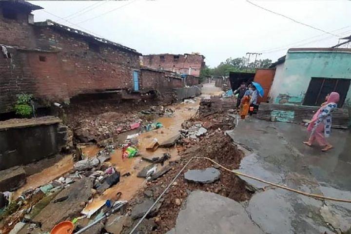 जम्मू: भारी बारिश ने तोड़ा 32 साल का रिकॉर्ड, गांदरबल में बादल फटने से तबाही