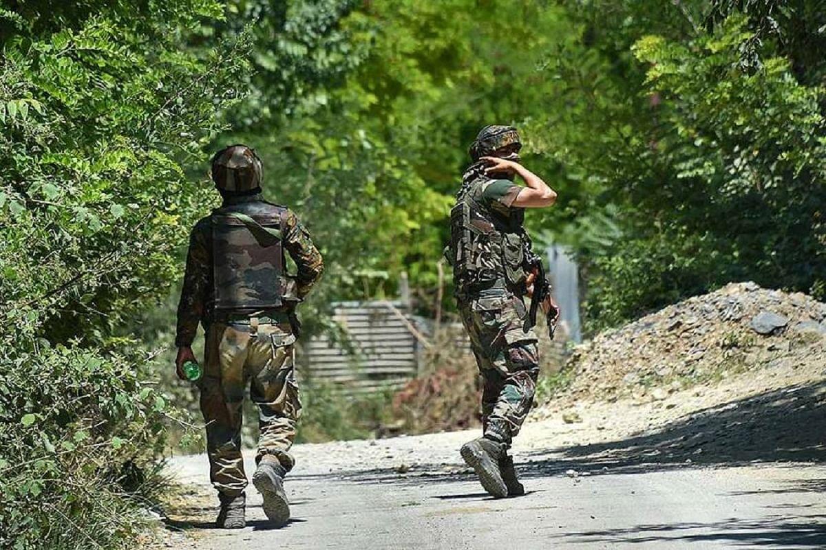 श्रीनगर मुठभेड़ : दो आतंकवादी मारे गये, दो जवान घायल