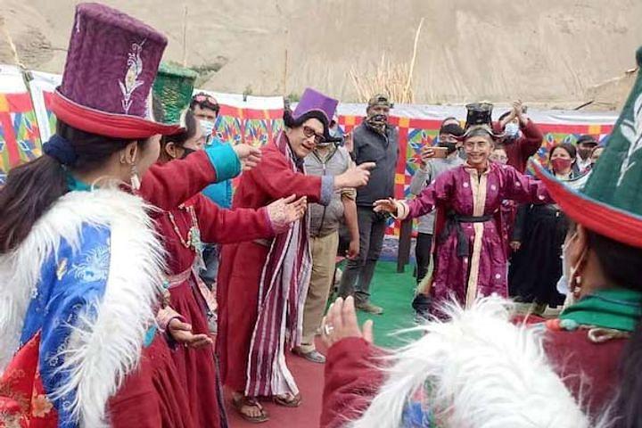Viral Video : तलाक के कुछ दिनों बाद साथ में डांस करते नजर आये आमिर-किरण