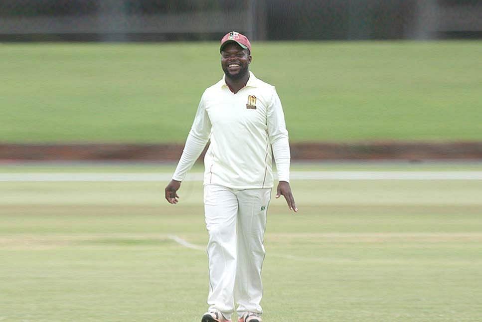 जिम्बाब्वे के स्पिनर रॉय कैया के अंतरराष्ट्रीय क्रिकेट में गेंदबाजी करने पर रोक