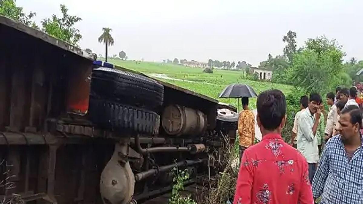 विदिशा: जानवर को बचाने के चक्कर में पलटी यात्री बस, हादसे में कई लोग घायल