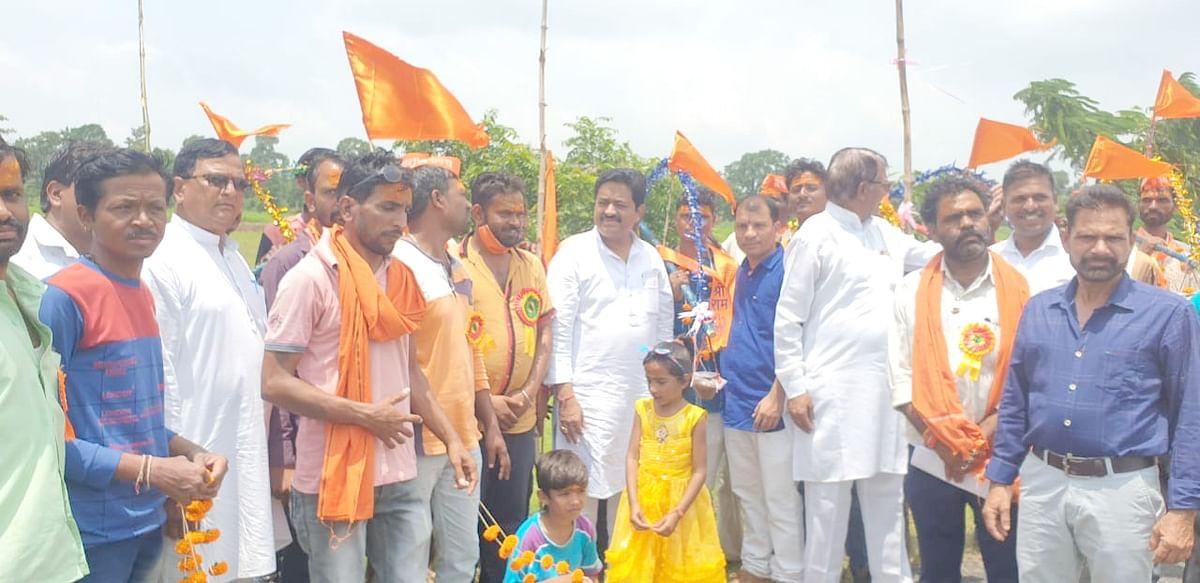 मुलताई : विधायक सुखदेव पांसे ने किया शिव मंदिर परिसर में वृक्षारोपण