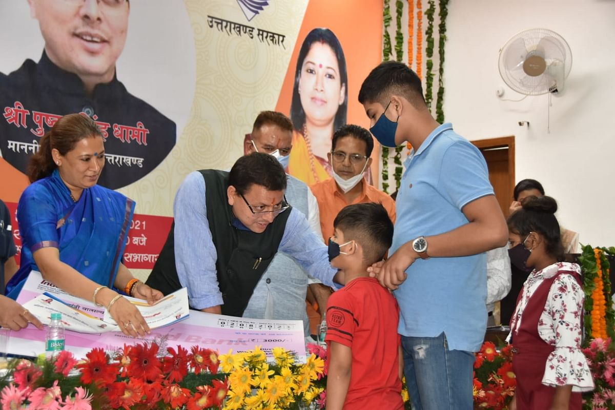उत्तराखंड CM ने कोरोना काल में बेसहारा बच्चों के लिए वात्सल्य योजना का किया शुभारंभ
