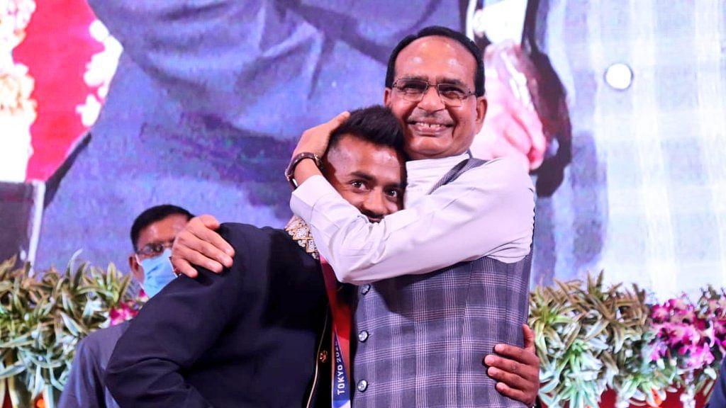 CM ने हॉकी खिलाड़ी विवेक को DSP बनाने और परिवार को आवास मुहैया कराने की घोषणा की