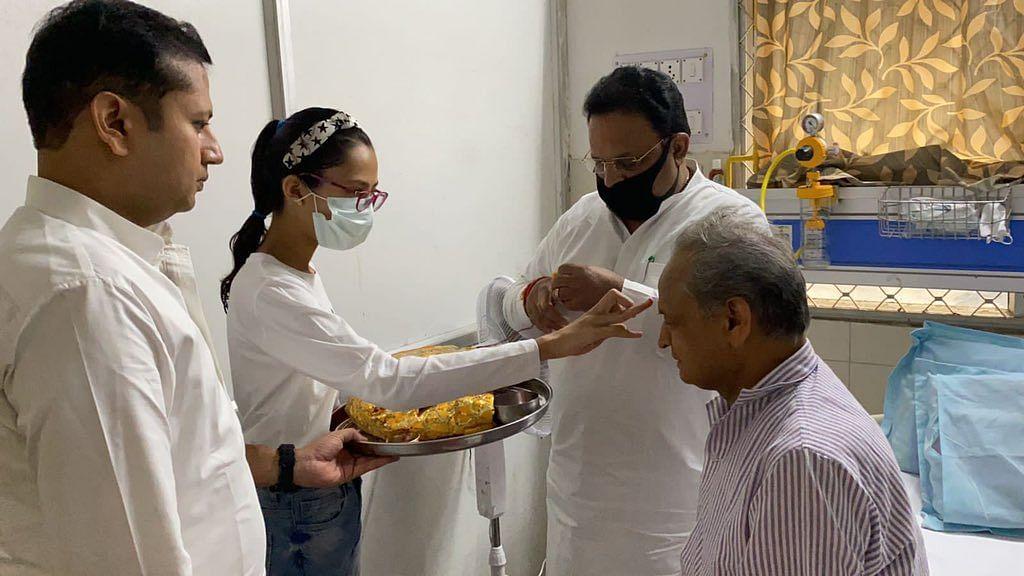 राजस्थान के मुख्यमंत्री अशोक गहलोत को अस्पताल से मिली छुट्टी