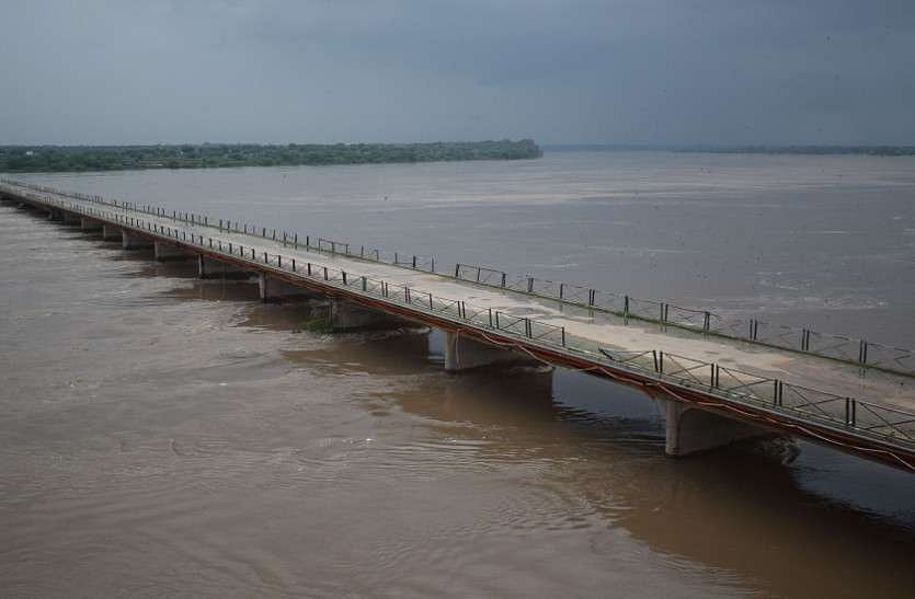 Gwalior : 300 करोड़ में 80 एमएलडी और 400 करोड़ में मिलता 150 एमएलडी पानी