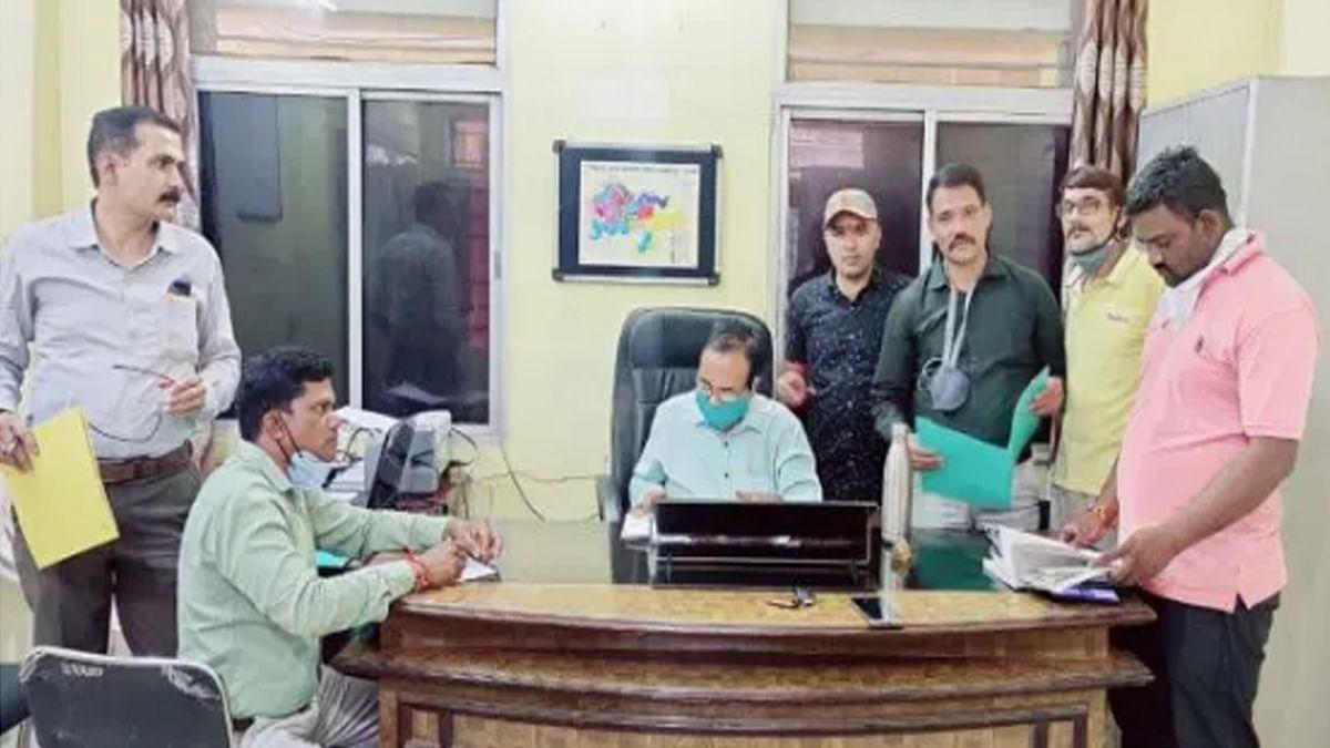 जबलपुर लोकायुक्त की बड़ी कार्रवाई: पनागर जनपद पंचायत CEO को रिश्वत लेते हुए पकड़ा