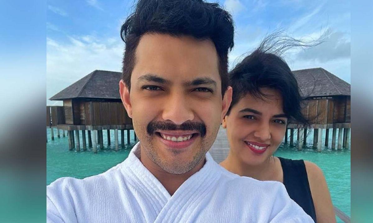 'इंडियन आइडल 12' खत्म होते ही पत्नी के साथ मालदीव निकले आदित्य नारायण