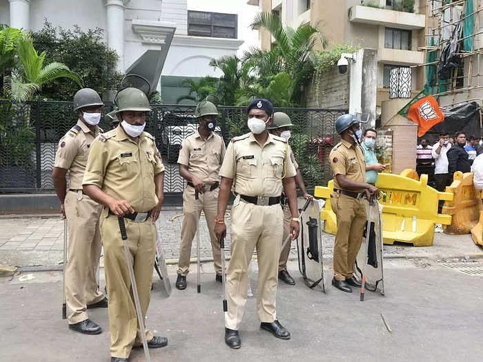 मुंबई में नारायण राणे जमानत पर रिहा- आवास के बाहर पुलिसकर्मी तैनात