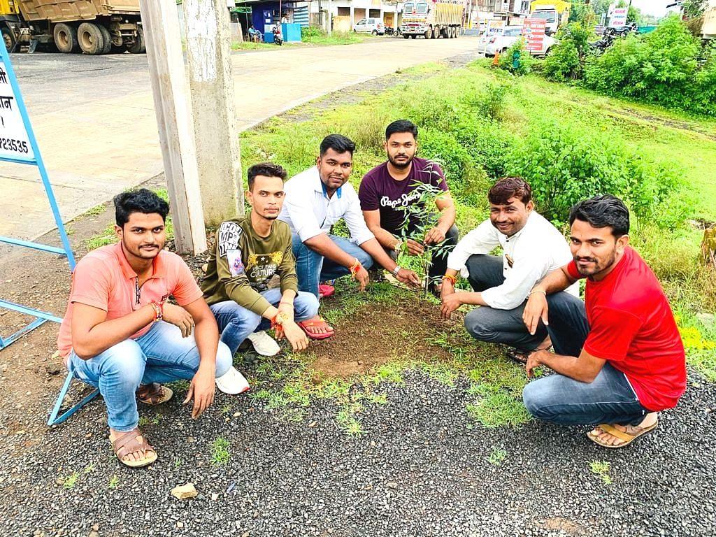 मुलताई : पौधरोपण कार्यक्रम में अनुसया सेवा संगठन  के सदस्य।