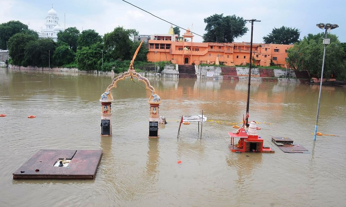 रामघाट पर में एकाएक आया पानी