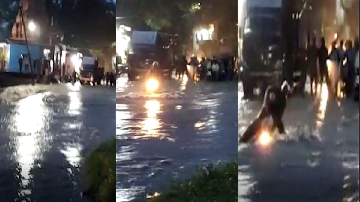 Ratlam में पानी के तेज बहाव में बह गई बाइक, बाल-बाल बचा युवक