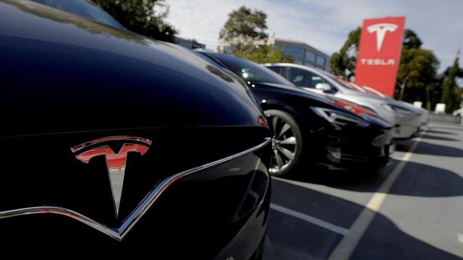 Tesla जल्द लांच कर सकती अनोखी इलेक्ट्रिक कार, नहीं मिलेगा स्टीयरिंग व्हील