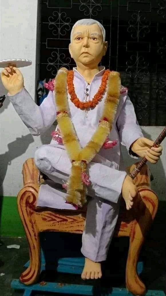 भगवान कृष्ण के स्वरुप में लालू प्रसाद की मूर्ति