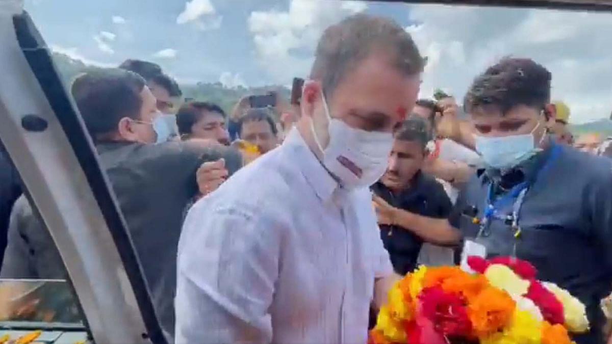 राहुल गांधी की वैष्णो देवी यात्रा- पैदल चलकर वैष्णो देवी के दरबार पहुंचे