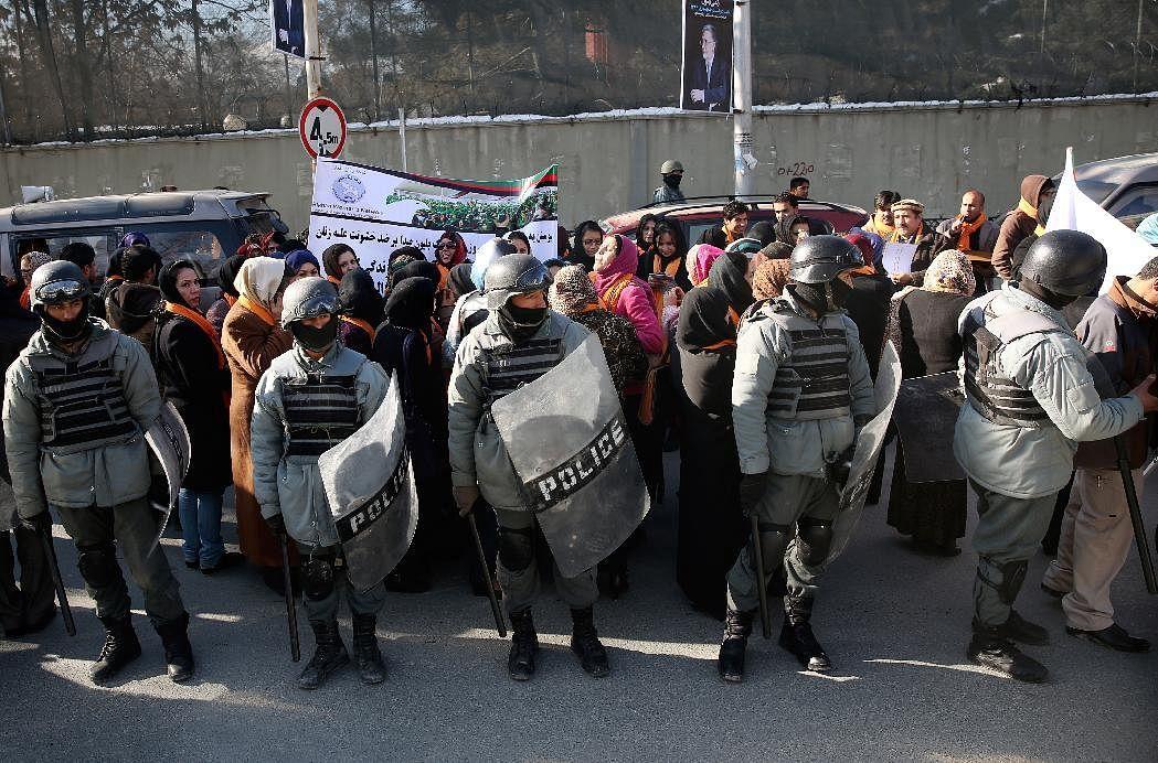 अफगानिस्तान में महिला अधिकारों की मांग को लेकर हिंसक प्रदर्शन
