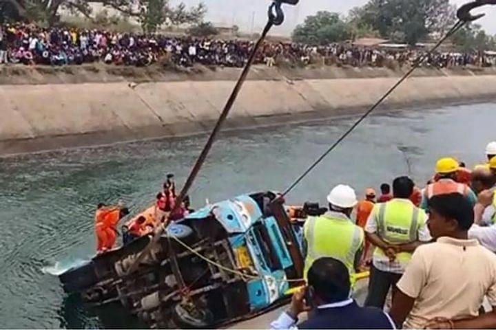 मेघालय : बस के नदी में गिरने से हुआ बड़ा हादसा, 4 से अधिक की मौत