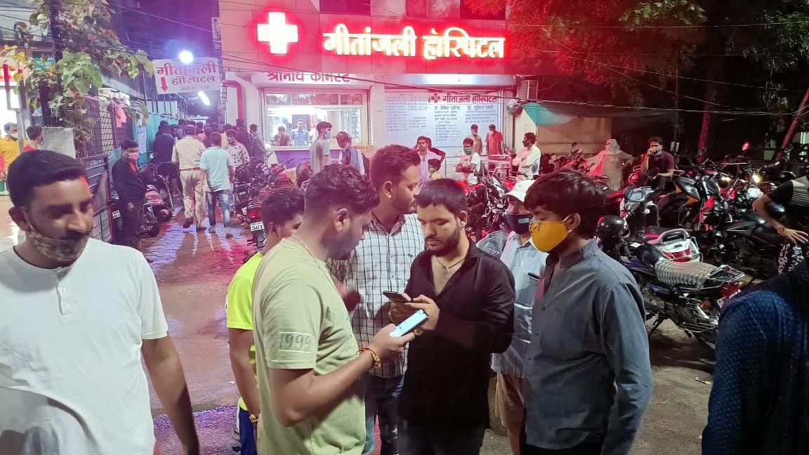 Indore में बदमाशों ने मचाया आतंक
