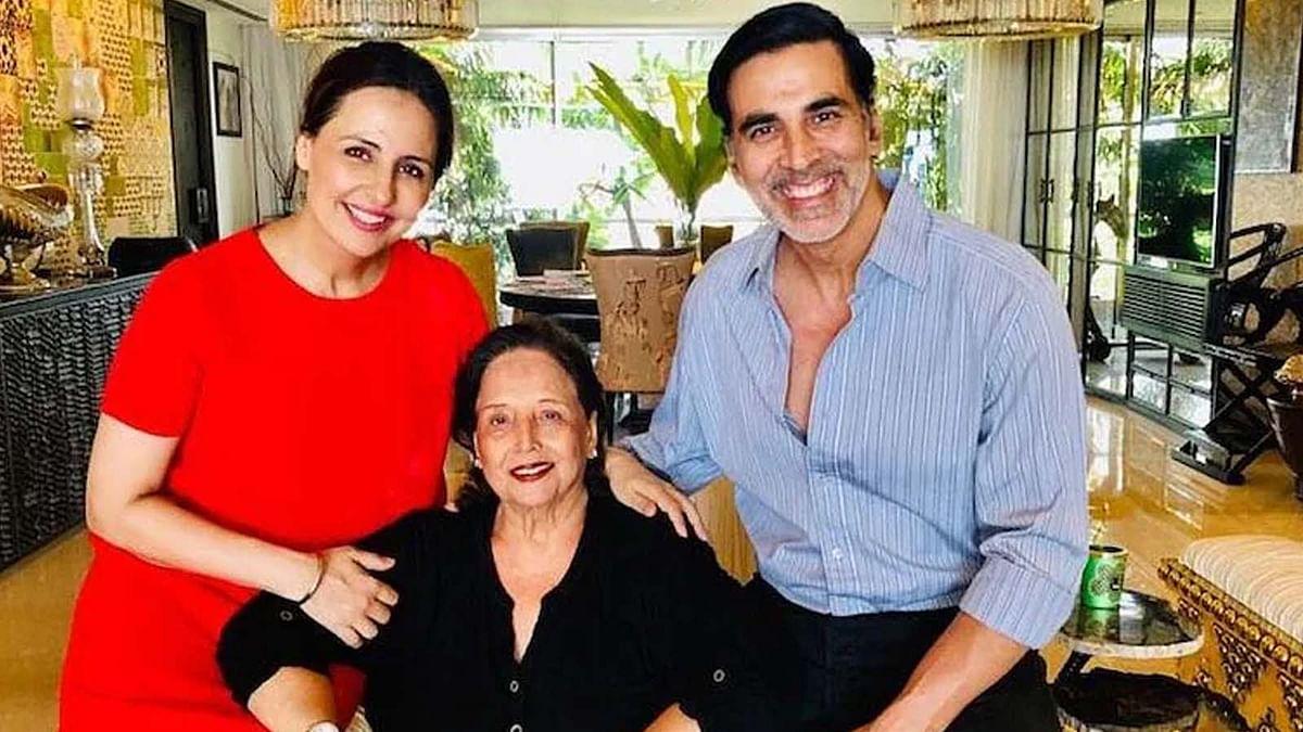 अक्षय कुमार की मां अरुणा भाटिया का निधन, एक्टर ने पोस्ट शेयर कर दी जानकारी