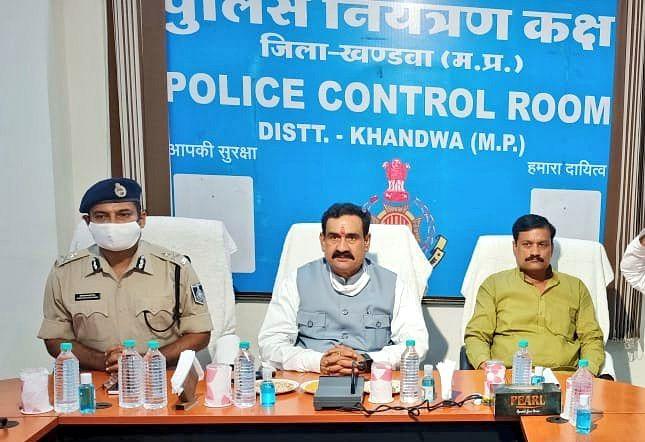 समीक्षा बैठक में डॉ. मिश्रा ने कहा- कानून का उल्लंघन करने वालों से सख्ती से निपटा जाए