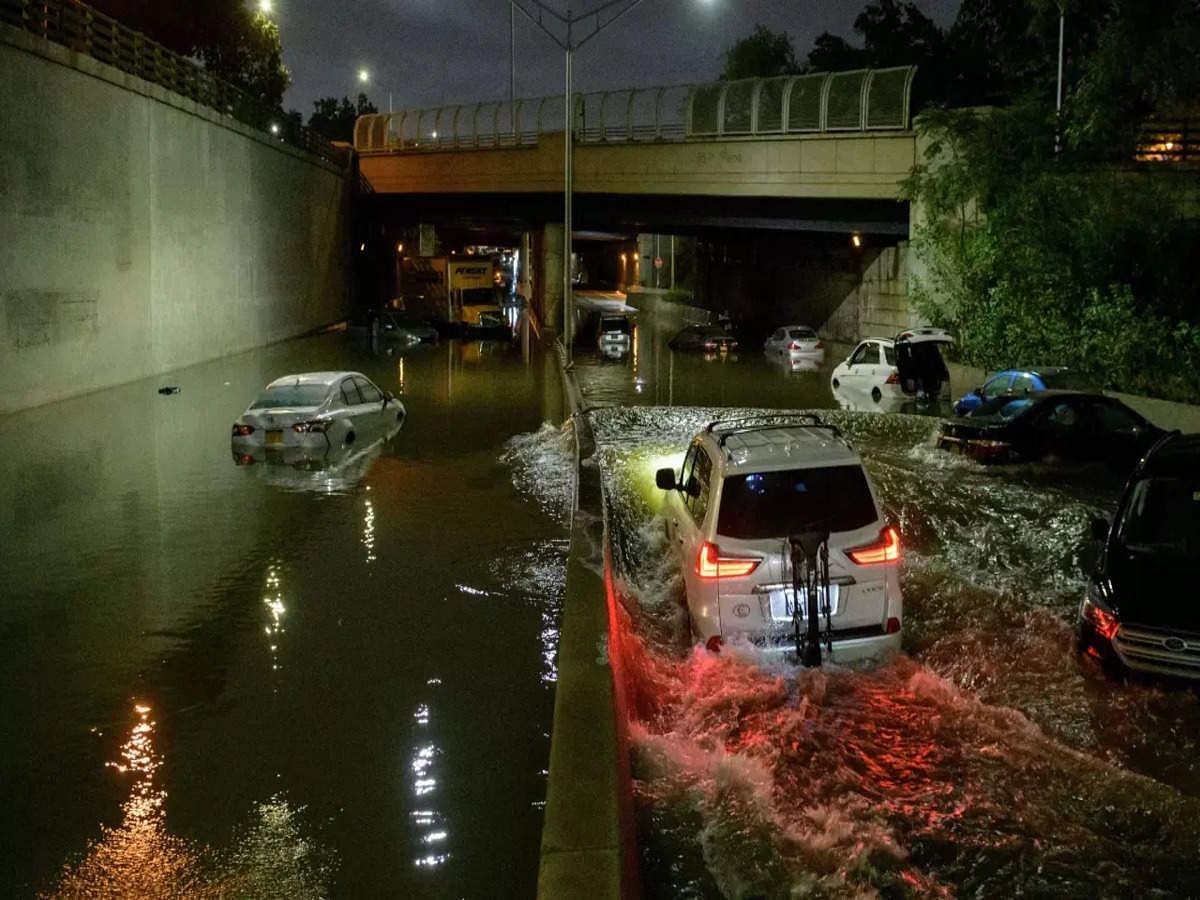 New York Storm Ida: अमेरिका के न्यूयार्क शहर में पहली बार लगा आपातकाल