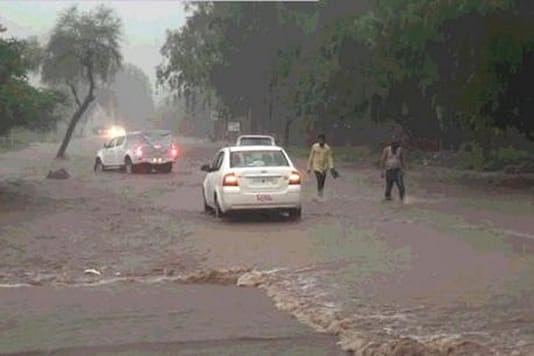सड़क क्षतिग्रस्त हो जाने से माउंट आबू का संपर्क कटा