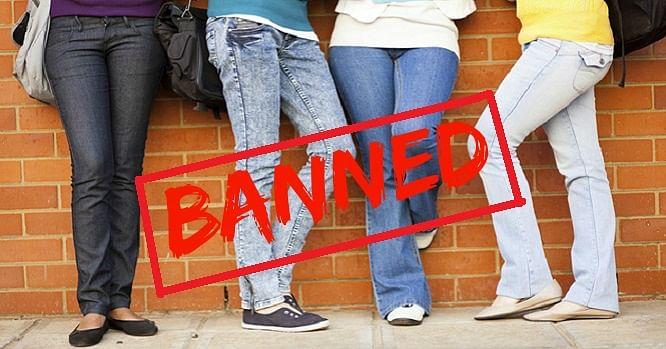 पाकिस्तान में महिला-पुरुष शिक्षकों के जींस और टी-शर्ट पहनने पर प्रतिबंध