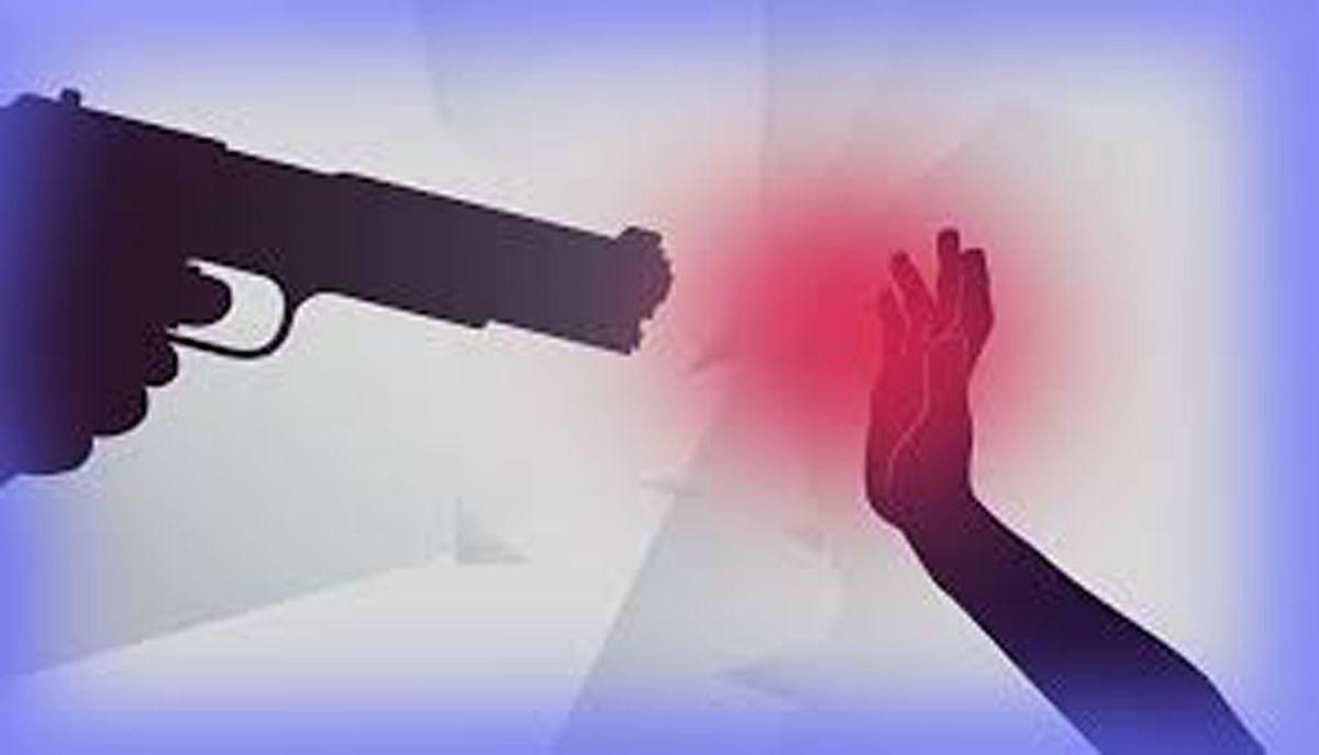 मेढ़ के झगड़े पर गोली चला दी, 3 लोग घायल