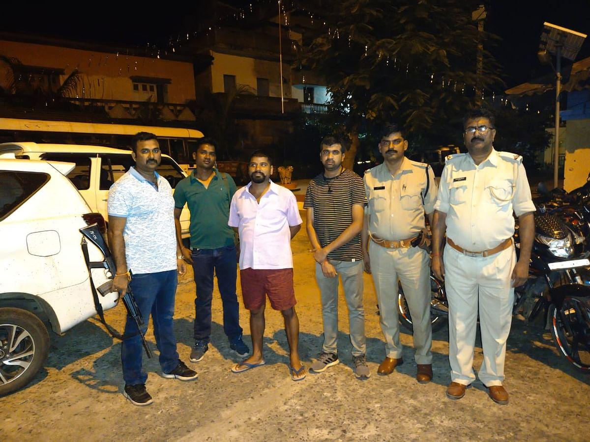 10 वर्षों से फरार चल रहे इनामी आरोपी को मोरवा पुलिस ने गया से किया गिरफ्तार