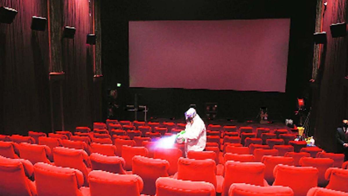 महाराष्ट्र के थिएटर्स खुलने की घोषणा, दिवाली पर रिलीज हो सकती हैं 'सूर्यवंशी'