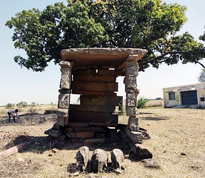 मंडीबामोरा में एक हजार साल पुराना मढ़ और उसकी मूर्तियां अज्ञात तत्वों ने की ध्वस्त