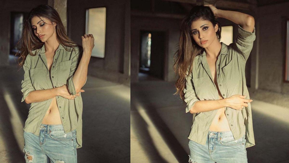 Mouni Roy ने शर्ट के पूरे बटन खोलकर कराया बोल्ड फोटोशूट, वायरल हुईं तस्वीरें