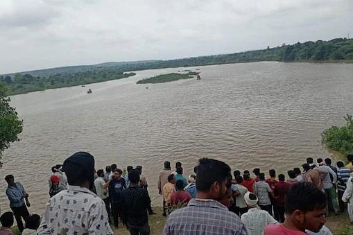 महाराष्ट्र : अमरावती की वर्धा नदी में नाव पलटने से गई 11 की जान
