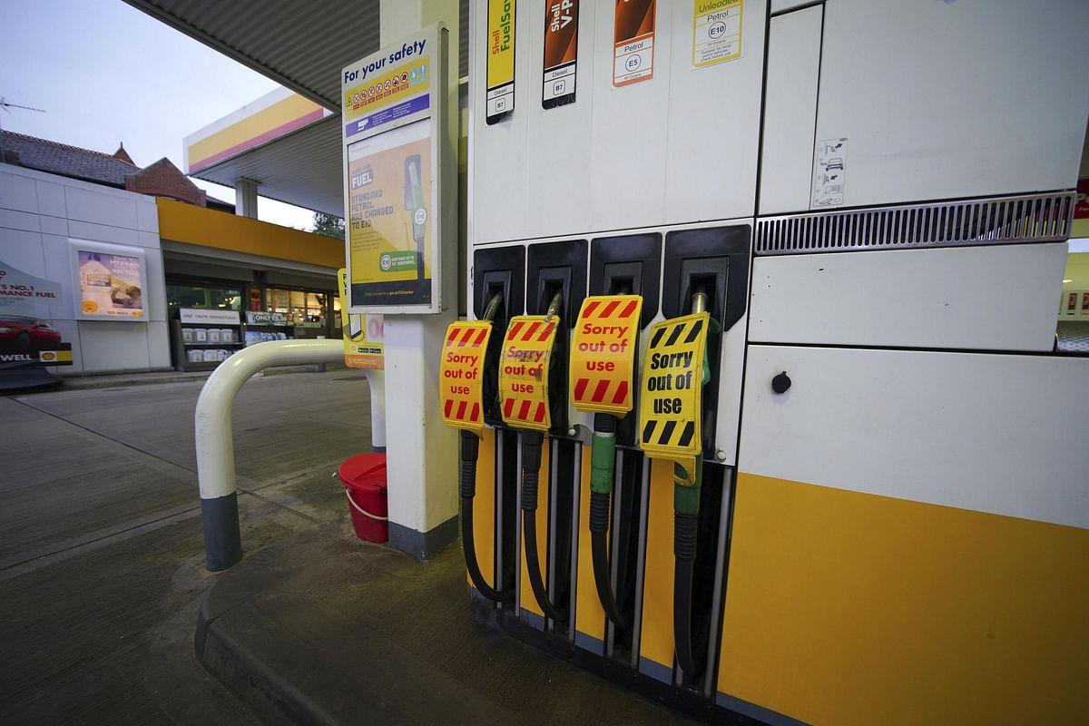 ब्रिटेन सरकार ने ईंधन संकट से निपटने के लिए तेल उद्योग को किया 'कम्पटीशन एक्ट' से बाहर