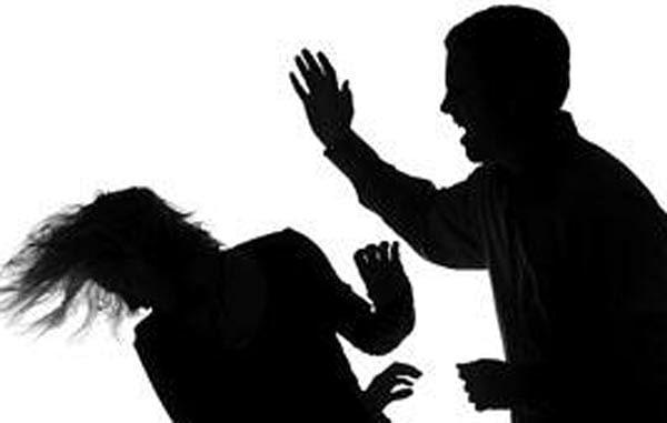 Indore : घर में घुसकर महिला को पीटा, पति व ननदों पर केस