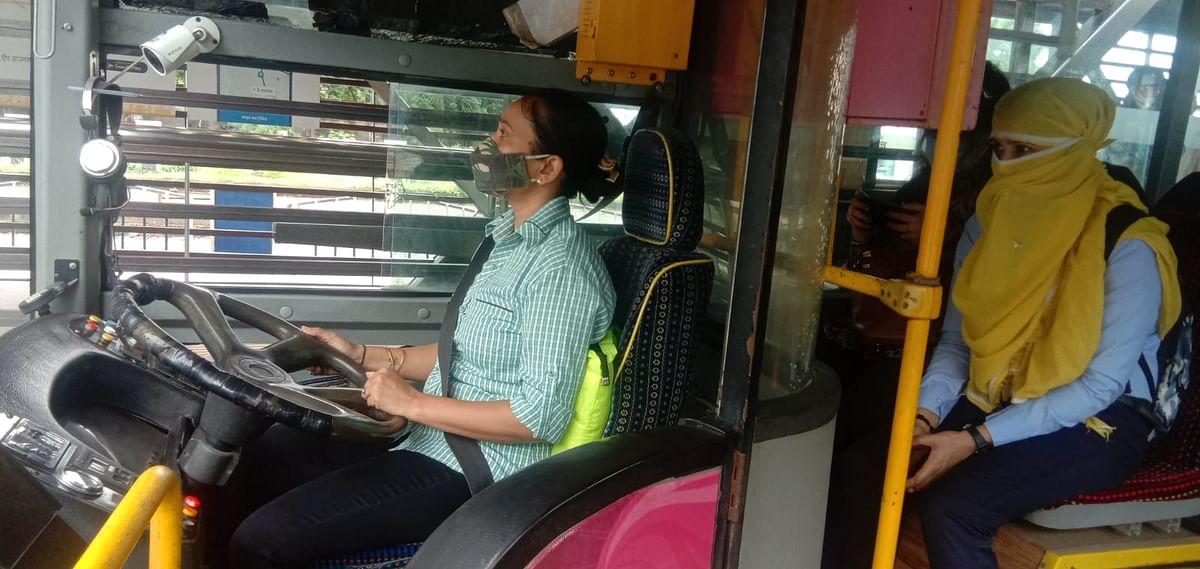 Indore : अब पिंक आई बस में महिला चालक के साथ सफर