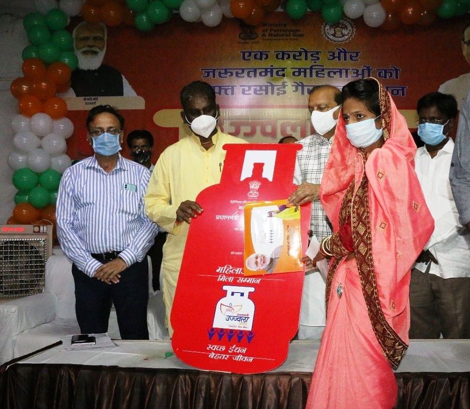 पीएम द्वारा गरीबों के लिए चलाई जा रही अनेक योजनाएं : स्वास्थ्य मंत्री डॉ  चौधरी