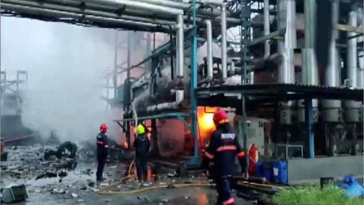 महाराष्ट्र के बोईसर में जखारिया फैब्रिक लिमिटेड में जोरदार धमाका और फिर भभकी भीषण आग