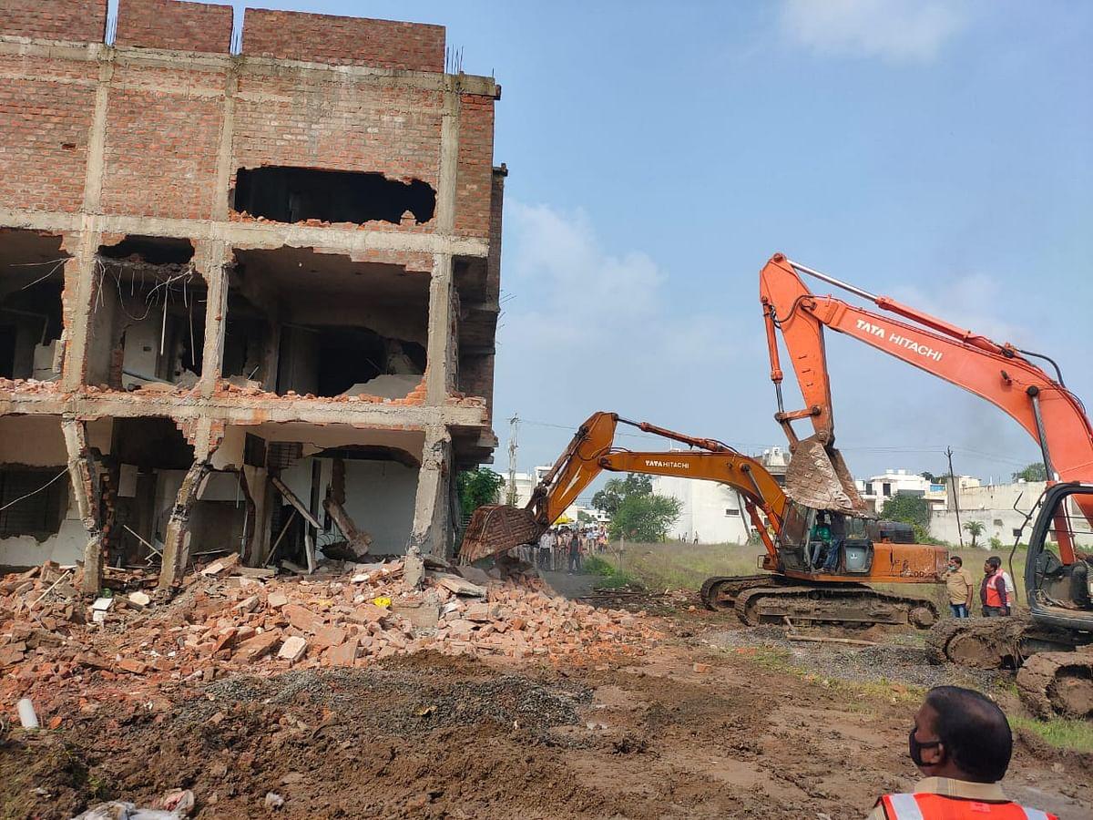 7 निर्माणों को नगर निगम ने तोड़े