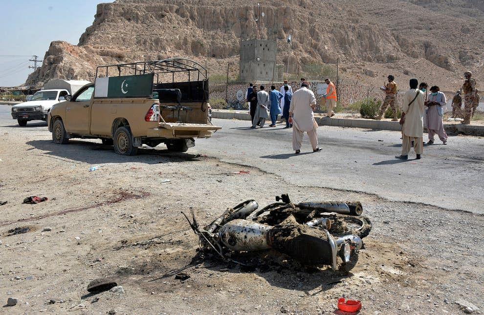पाकिस्तान में आत्मघाती हमले में तीन लोगों की मौत, 20 घायल
