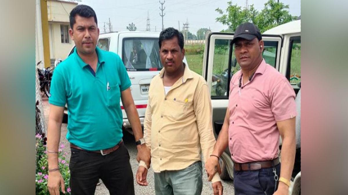 Khandwa: पटवारी को लोकायुक्त पुलिस ने पांच हजार रुपये की रिश्वत लेते हुए पकड़ा