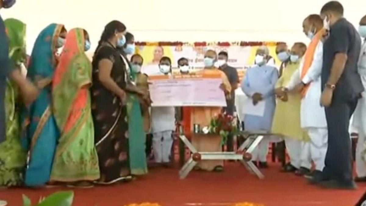 UP के CM योगी ने जनपद बाराबंकी में करोड़ों की परियोजनाओं का किया शिलान्यास व लोकार्पण