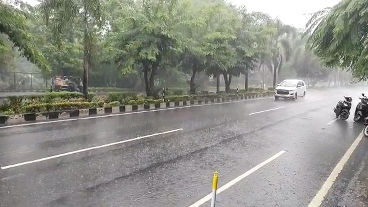 MP Weather: भोपाल में तेज बारिश का दौर शुरू, इन जिलों में भी बारिश का अलर्ट जारी