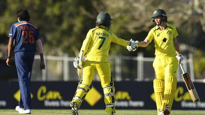 ऑस्ट्रेलिया के खिलाफ पहले वनडे मैच में भारतीय टीम की बड़ी हार