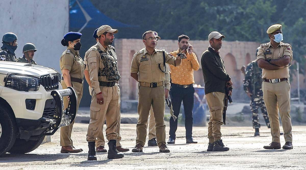 पाकिस्तान के दबाव में गिलानी के शव के साथ कब्रिस्तान नहीं गये दोनों बेटे : पुलिस